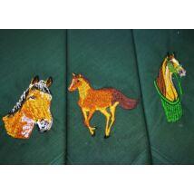 -H01-1 Lovas mintájú hímzett textilzsebkendő 3db, dobozban